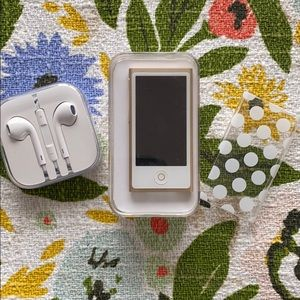 16GB iPod Nano 7th Generation with Case & EarPods